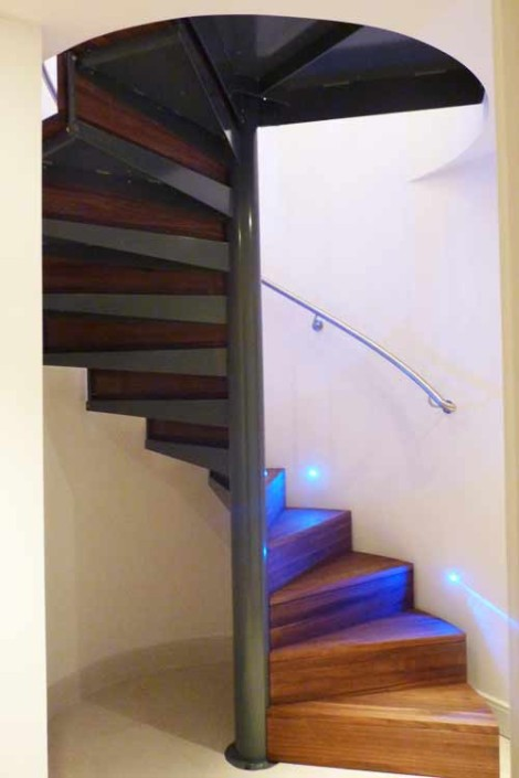 Walnut-Spiral-Staircase-Knightsbridge